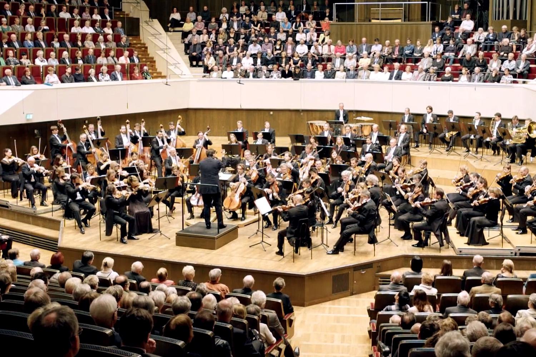 Filmproduktion Imagefilm Eventfilm Gewanshaus Orchester auf Tournee